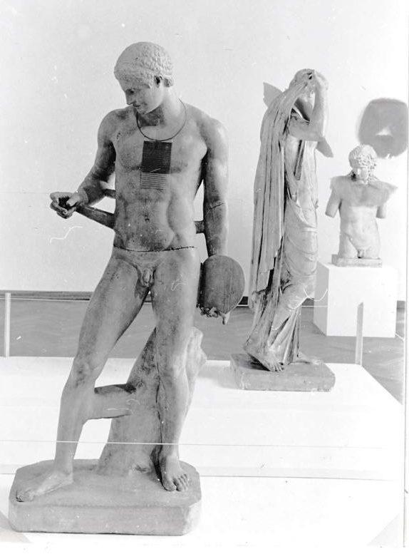 Visies op sieraden, Stedelijk Museum, 1982, gipsafgietsels, tentoonstelling, foto Liesbeth den Besten