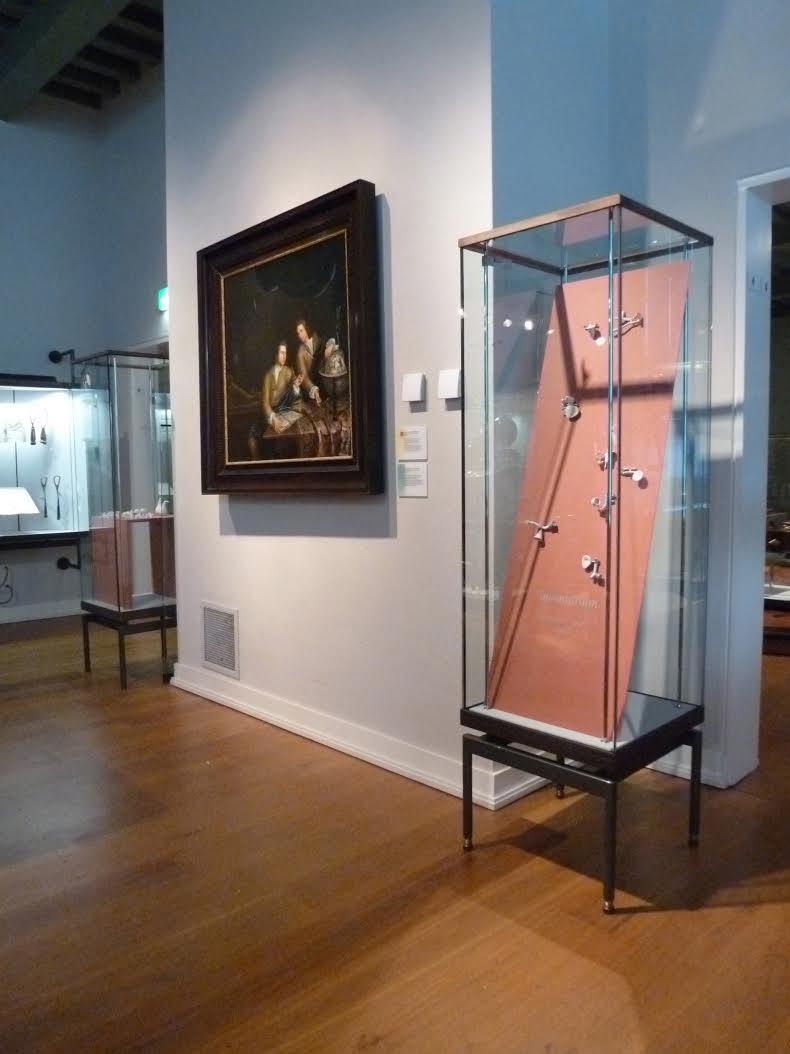 Presentatie Galerie Rob Koudijs in Museum Boerhaave met werk van Katja Prins, 2011, tentoonstelling, vitrine