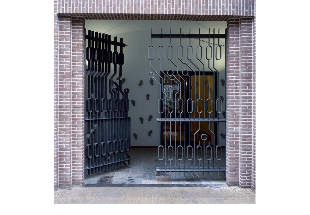 Ruudt Peters, Computer Chip Fence, hekwerk, , Oranje Kerk, Amsterdam, 1999