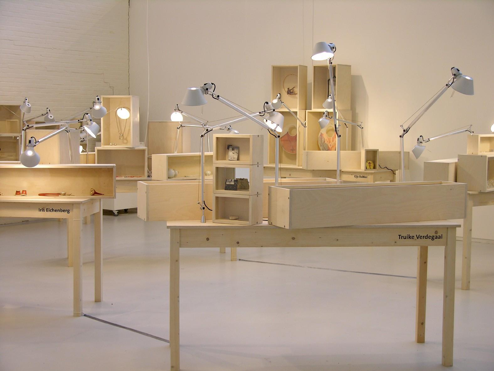 Sterke Verhalen, hedendaagse verhalende sieraden uit Nederland, SMS, 2006, tentoonstelling