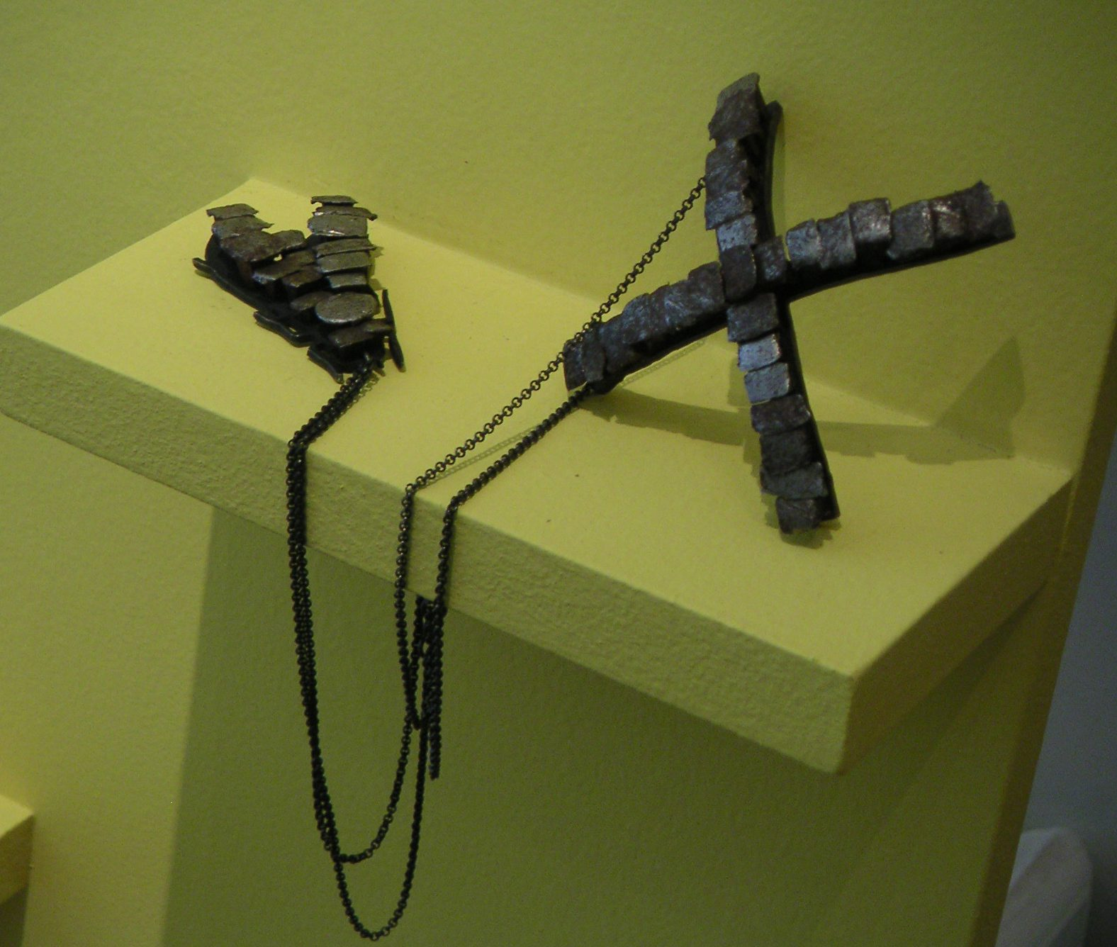 Constanze Schreiber, Golden Clogs, Ornamentum Gallery, 2007. Foto met dank aan Andrea Wagner©