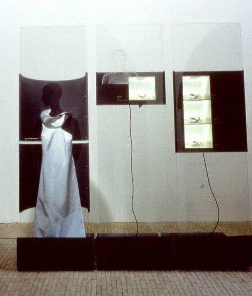 Emmy van Leersum, Museum Het Kruithuis, 1993, tentoonstelling, vitrine, jurk, halssieraad