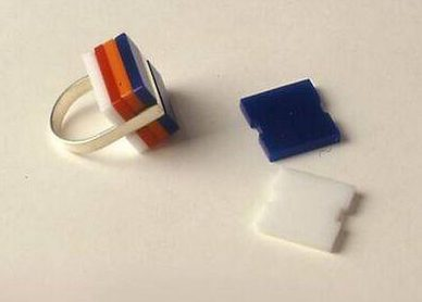 Paul Derrez, ring, 1975. Collectie Design Museum Den Bosch, zilver, acryl