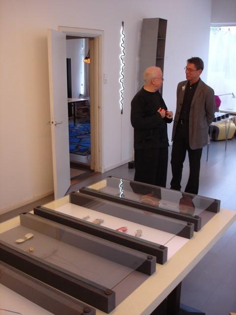 Paul Mertz en Rob Koudijs. Presentatie Collectie Françoise van den Bosch, 2007, portret, interieur