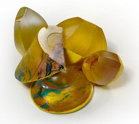 Andrea Wagner, Yellow Lab, broche. Foto met dank aan Andrea Wagner©