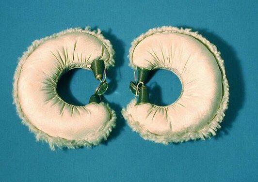 Daniel Kruger, armbanden, 1979. Collectie Design Museum Den Bosch, textiel, metaal