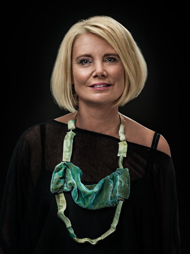 Ineke Heerkens (2013-2015) gedragen door Tineke. Foto Johannes van Camp, textiel, keramiek