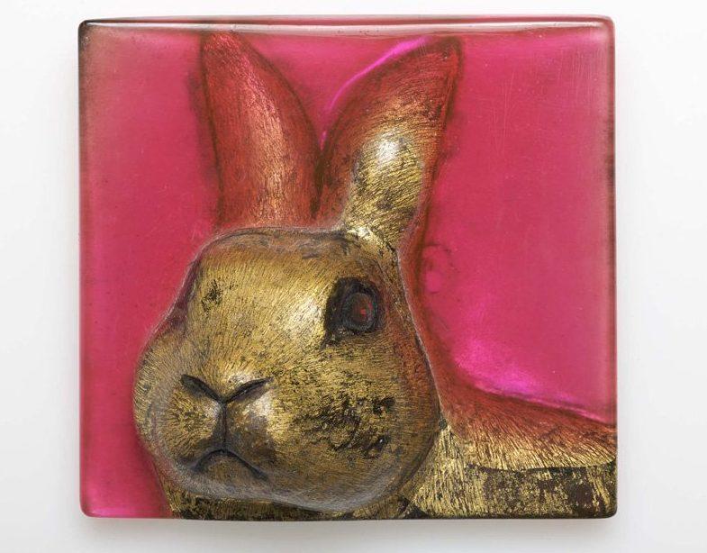 Kathleen Fink, Goldener Hase, object, 2011. Foto met dank aan Galerie Marzee©