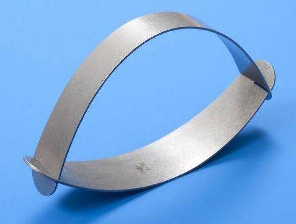 Riet Neerincx, armband, 1972. Collectie Design Museum Den Bosch, metaal