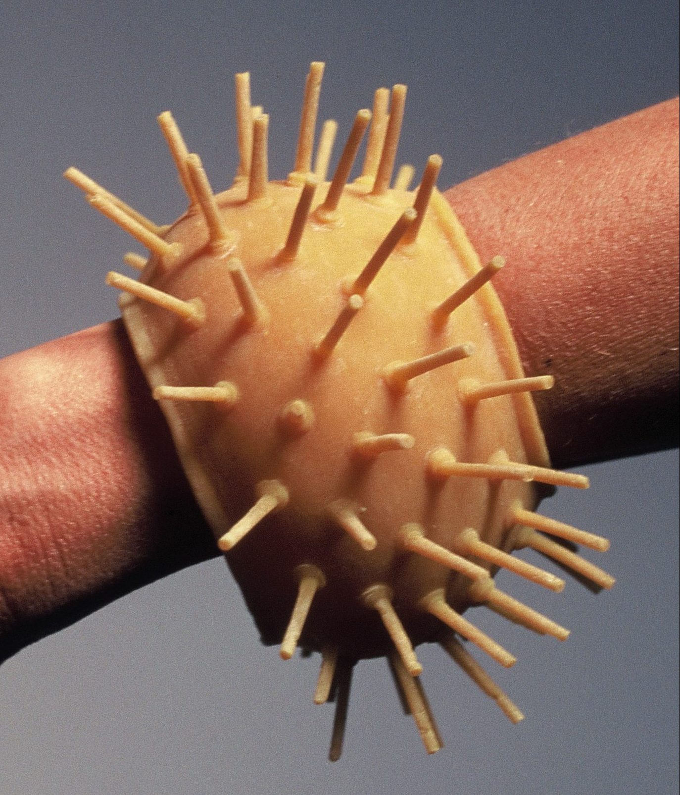 Maria Hees, Armband, 1997, latex
