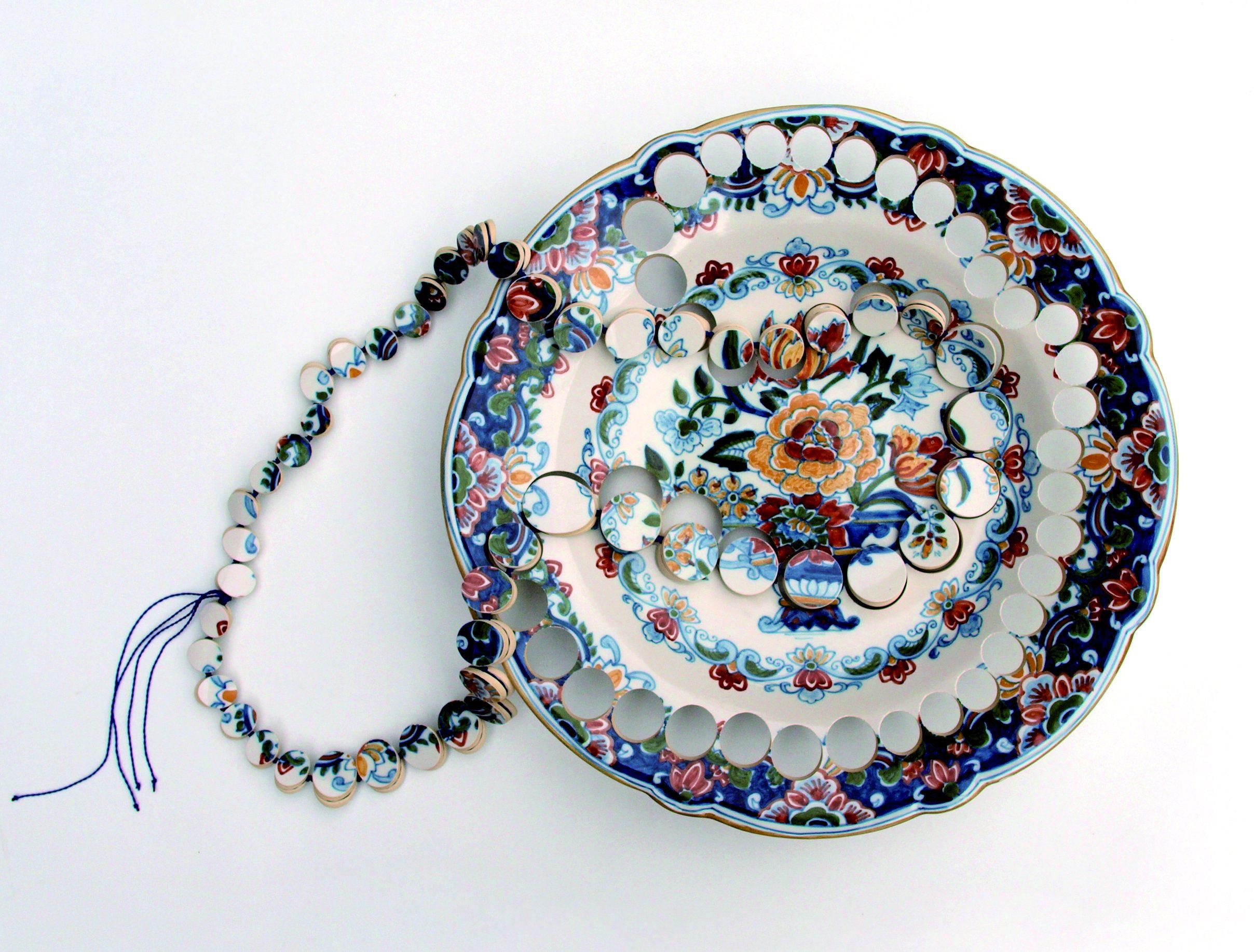 Gésine Hackenberg, halssieraad, keramiek, textiel
