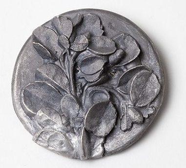 Marian Hosking, Corea brooch, 2013, metaal