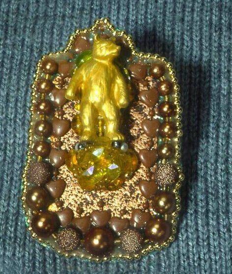 Vaughn Stubbs, Gold bear, broche, 1989. Foto met dank aan SMS©