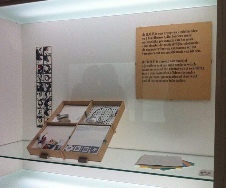 BOE doos in het Stedelijk Museum Amsterdam. Foto met dank aan Liesbeth den Besten©