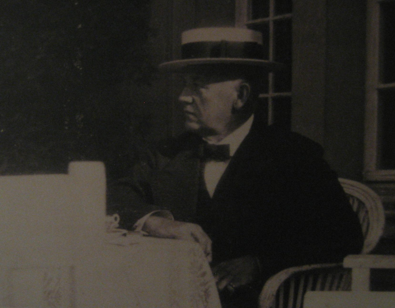 Theodor Fahrner, circa 1910. Detail van foto, Esther Doornbusch, september 2017, CC BY 4.0