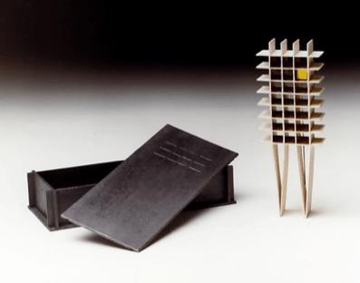 Berend Peter, broche in doos, multiple voor Marzee, 1986. Foto met dank aan Berend Peter, Hogers/Versluys©