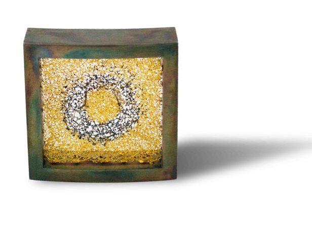 Arata Fuchi, Sublimation 1, broche. Courtesy Mobilia Gallery©