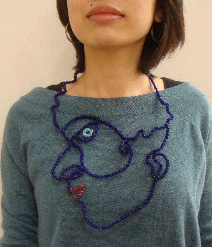 Joyce J. Scott, Blue Face, halssieraad, 2006. Courtesy Mobilia Gallery©