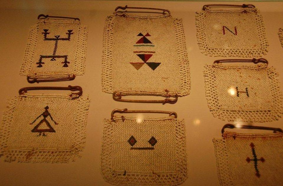 Sieraden, makers en dragers, liefdesbrieven uit Zuid-Afrika van Nguni vrouwen. Foto met dank aan Hillie Smit©
