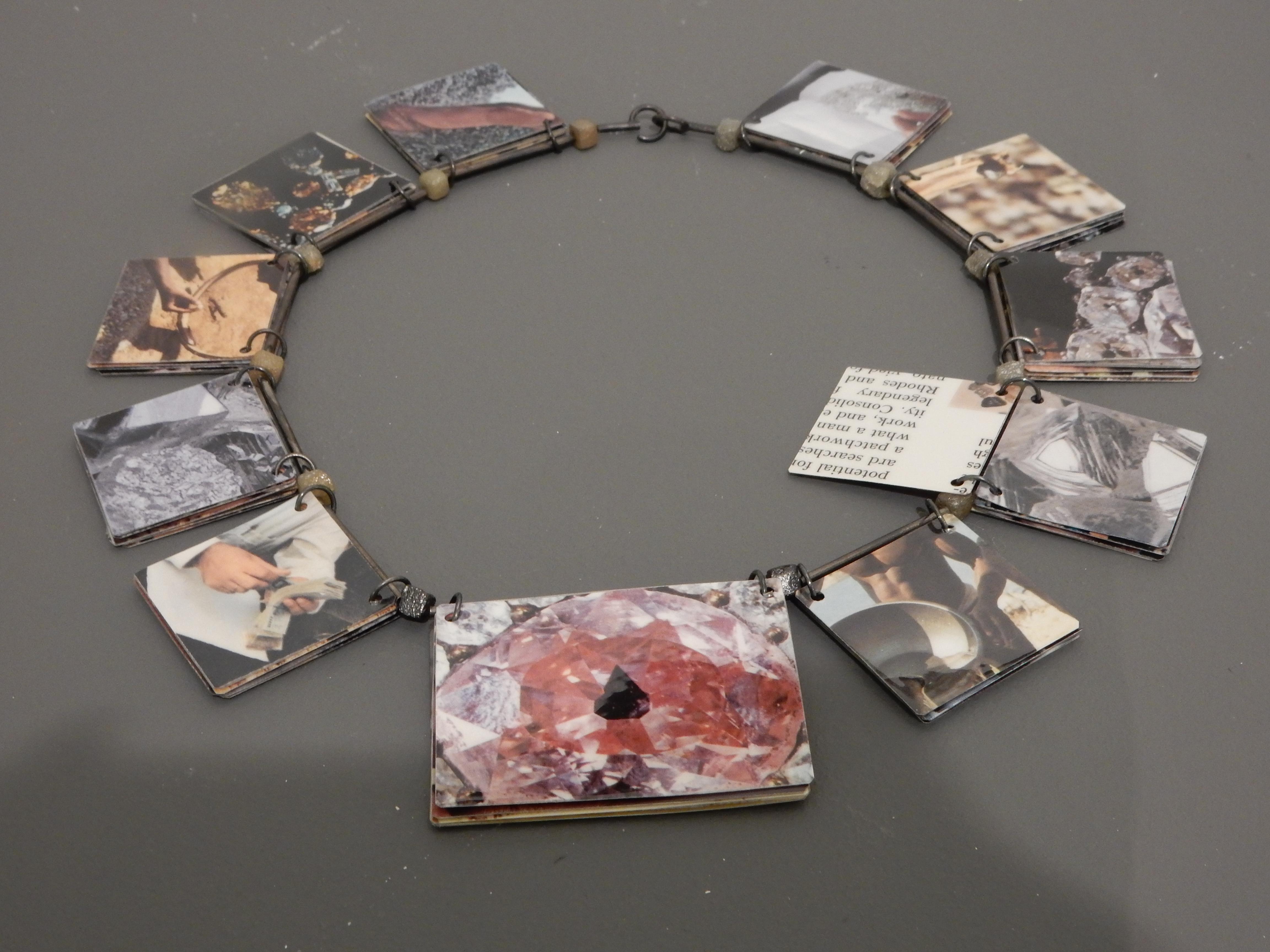 Herman Hermsen, Boekjescollier, 2003. Bloemlezing CODA Collectie, CODA, 2018, metaal