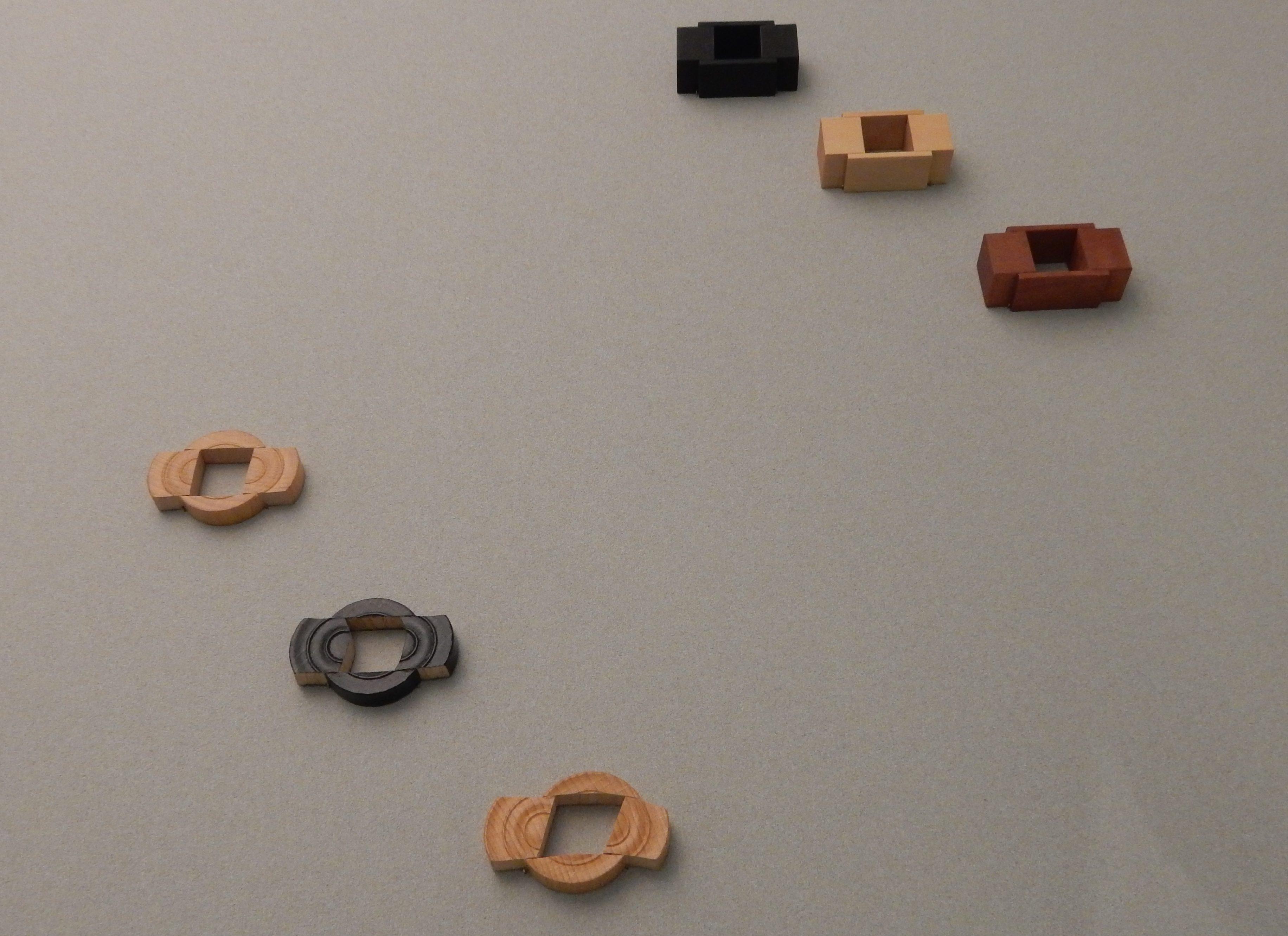 Onno Boekhoudt, ringen, 2000. De verzameling van Jurriaan van den Berg in CODA, 2018, hout, tentoonstelling, vitrine