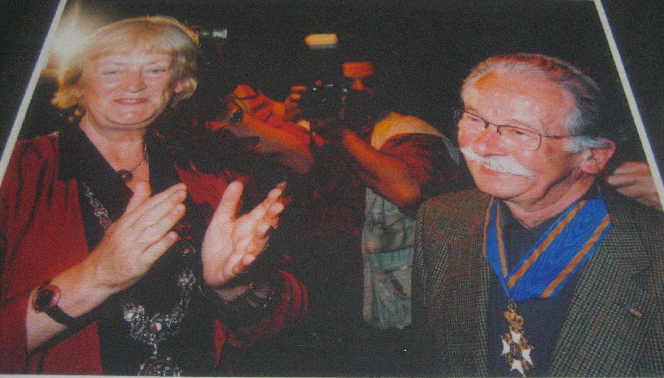 Annie Brouwer-Korf en Dick Bruna, zojuist benoemd tot Commandeur in de Orde van de Nederlandse, 2001 Leeuw