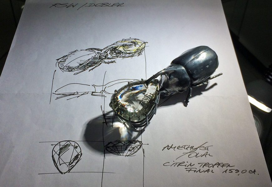 Georg Dobler, broche. Unikate, Schütt, Pforzheim, 2017, tekening, inkt, papier, gezwart zilver, steen, tentoonstelling