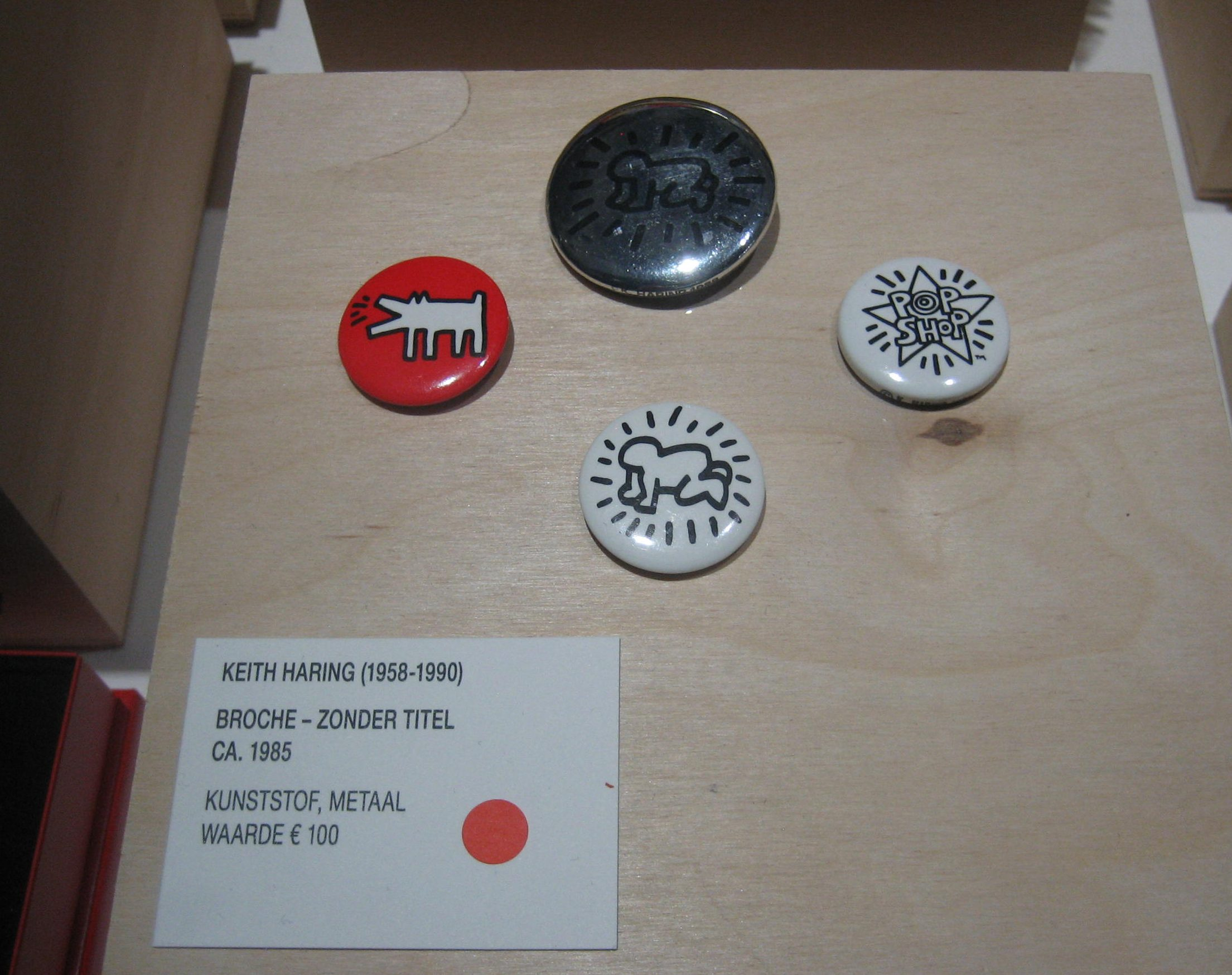 Keith Haring, broches, circa 1985. Styledrive, SMS, november 2017. Foto Esther Doornbusch, CC BY 4.0