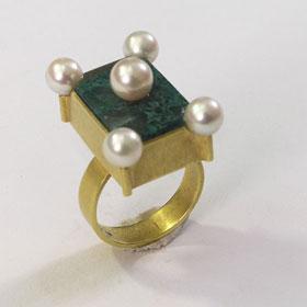 Daniel Kruger, ring. Ring Weimar, goud, parels, steen