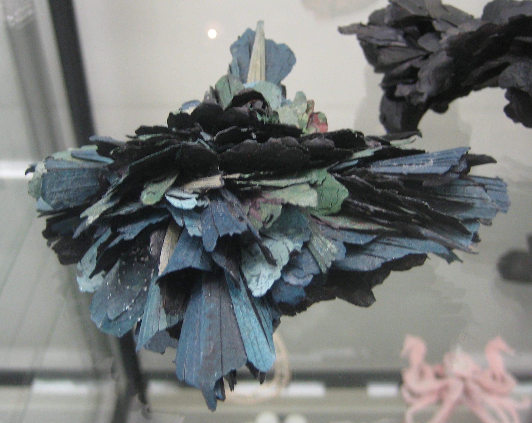 Attai Chen, broche in Galerie Ra, juni 2018, vitrine