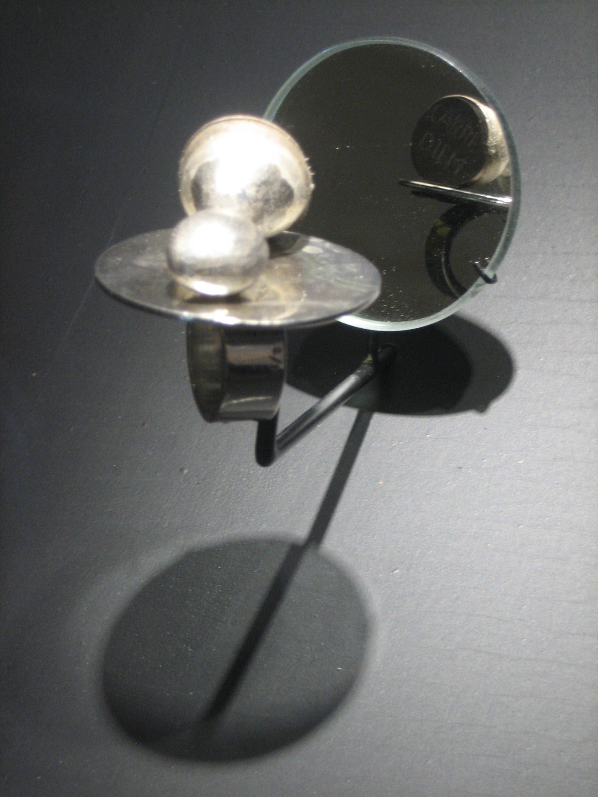 Barthélémy Toguo, Carpe diem, ring, 2013, 2/8. Collectie Diane Venet. Foto Esther Doornbusch, juni 2018©