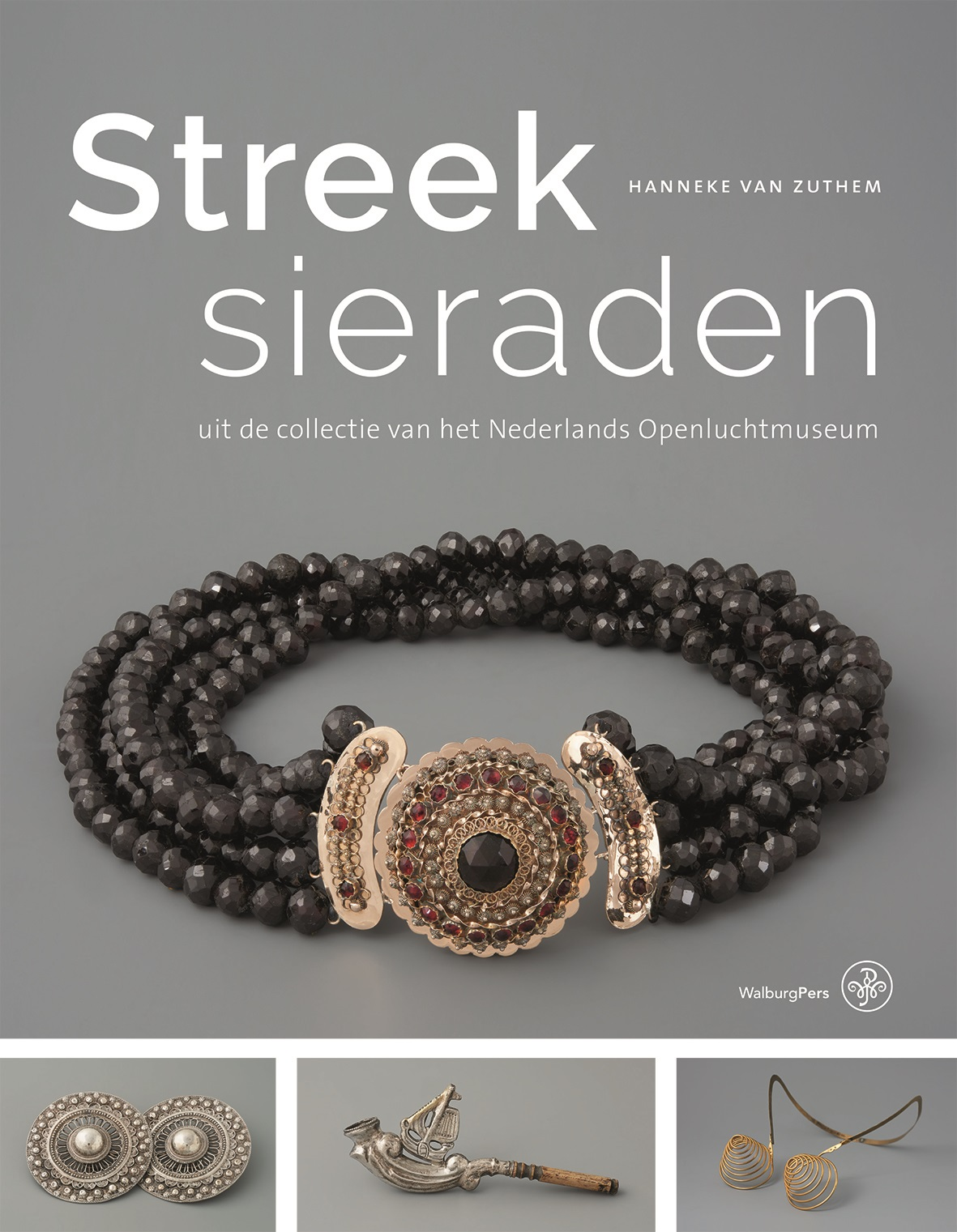 Omslag Streeksieraden, Hanneke van Zuthem, 2018, drukwerk, halssieraad, granaat, goud