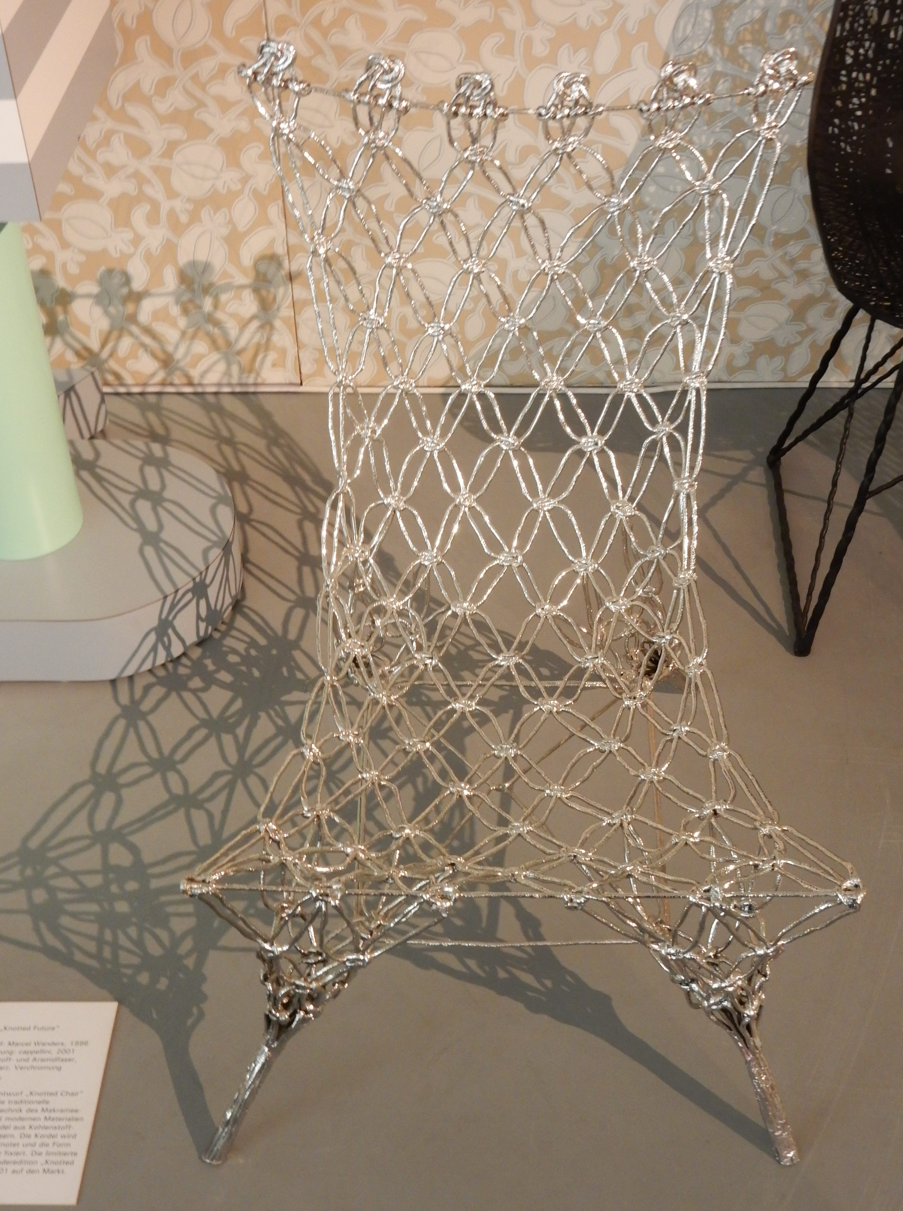 Marcel Wanders, Knotted Chair uitgevoerd door Cappellini, 2001. Collectie Badisches Landesmuseum, 2012/729., foto Coert Peter Krabbe