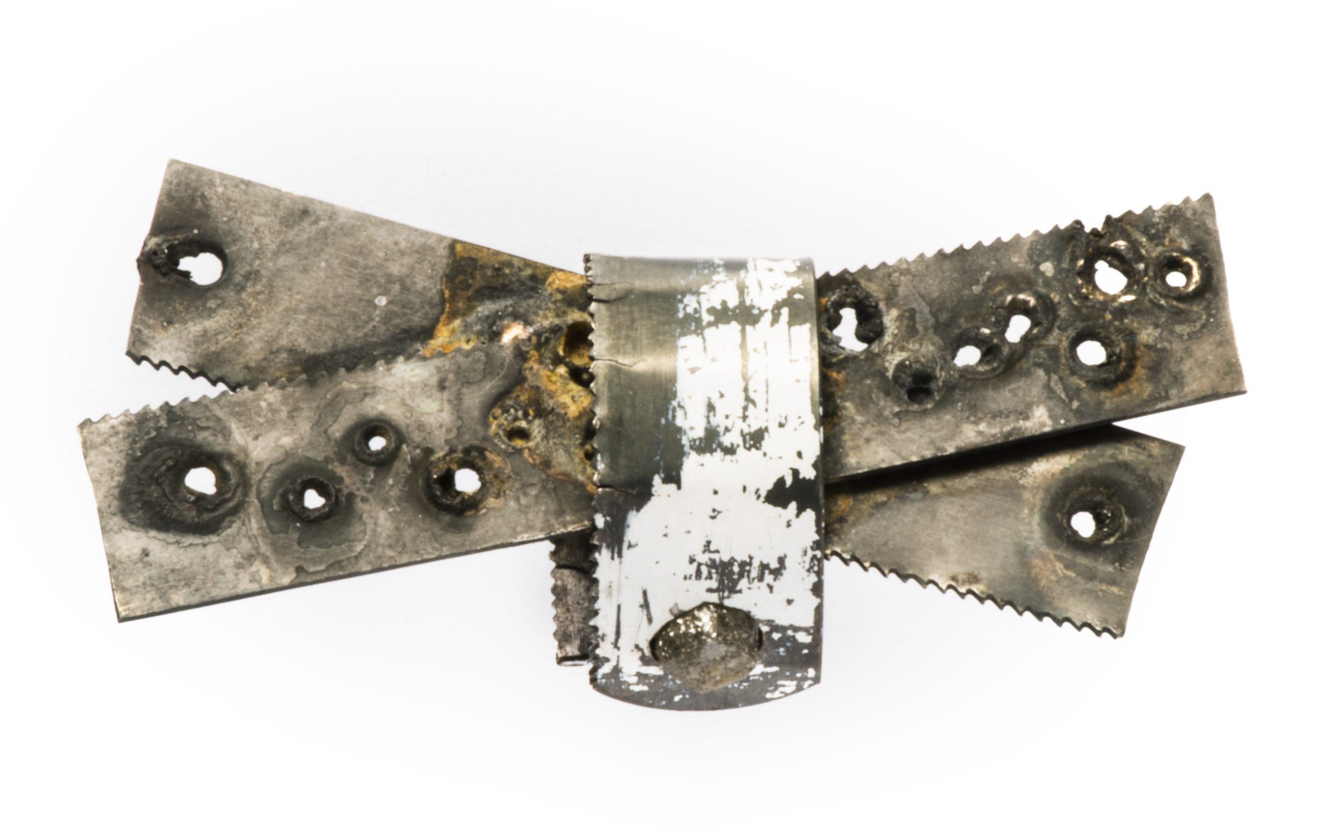 Bernhard Schobinger, Crossed Saws, ring, 2013. Collectie Jorunn Veiteberg. Foto met dank aan Nordenfjeldske Kunstindustrimuseum, Guri Dahl©