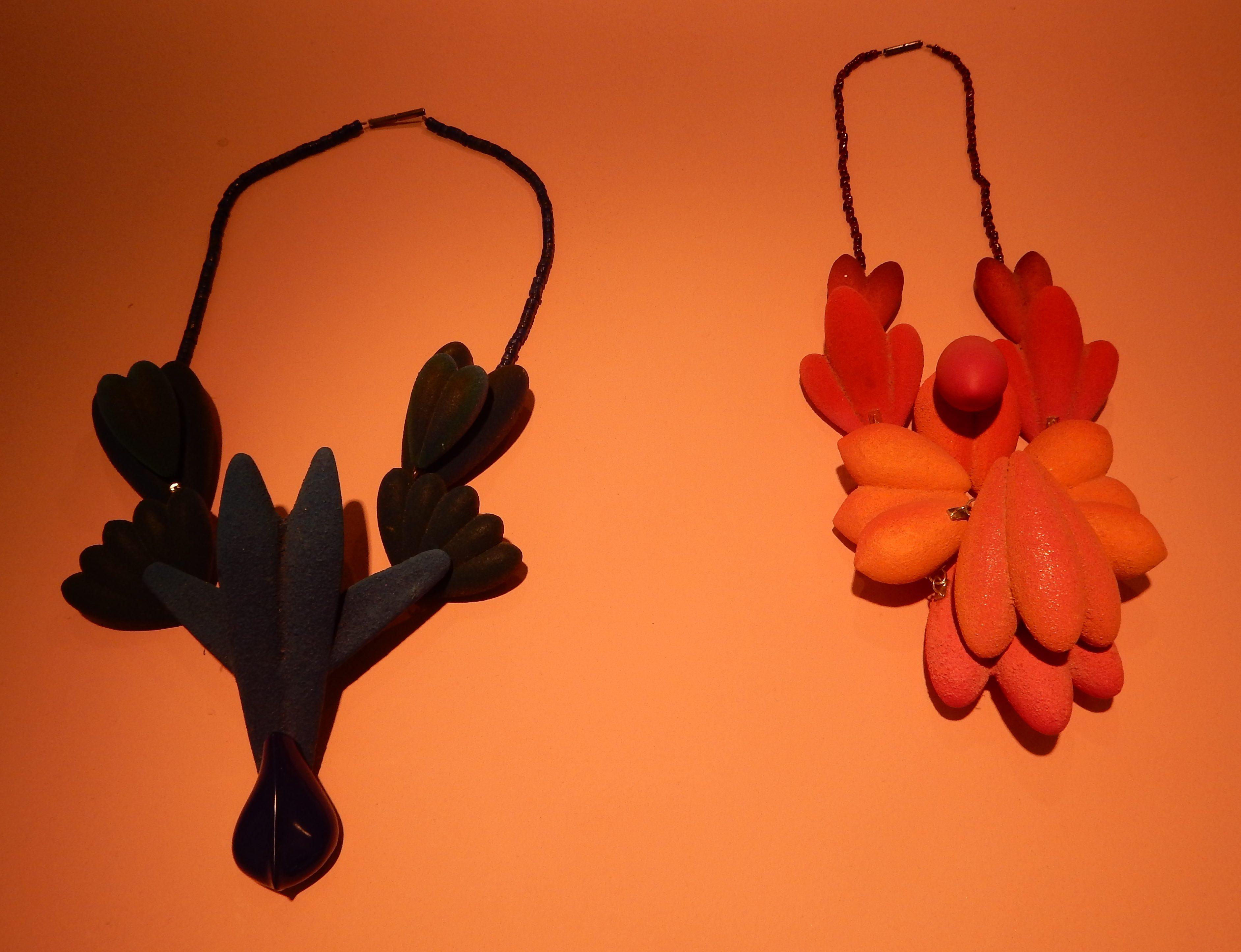 Tanel Veenre, halssieraden in Galerie Ra. Foto Esther Doornbusch, 10 november 2018, CC BY 4.0