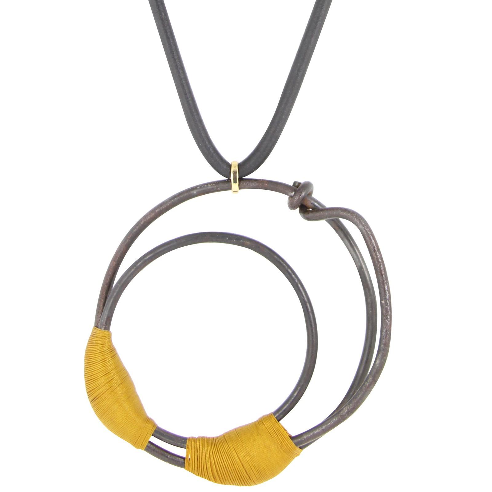 Marianne Anselin, Ligature jaune, halssieraad, textiel, goud, ijser
