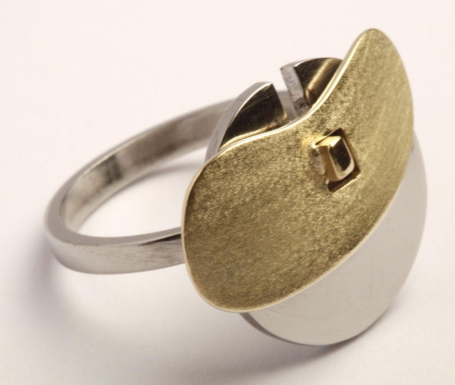 Karel Betman, ring, goud, roestvrij staal