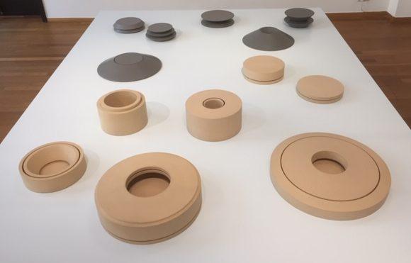 Maria van Kesteren in het Gemeentemuseum Den Haag, 2019, gedraaid hout, tentoonstelling