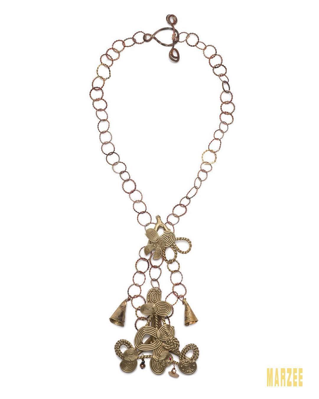 Stephanie Fleck Bells and Brass Triangle, halssieraad, 2014. Foto met dank aan Galerie Marzee©