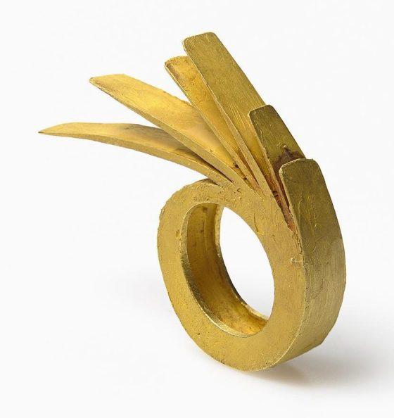 Rudolf Bott, ring, 1990. Foto met dank aan Galerie Marzee©