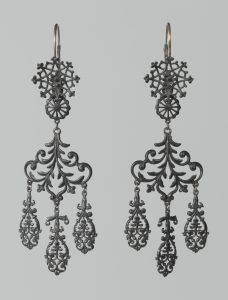 Oorsieraden, circa 1825. Collectie Rijksmuseum, BK-1967-61, CC0