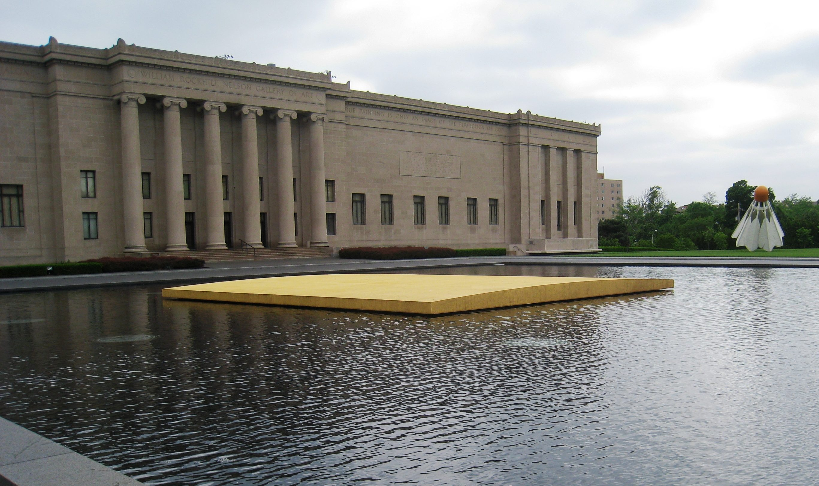 The Nelson-Atkins Museum of Art. Foto met dank aan Wikimedia Commons, Daderot, CC0