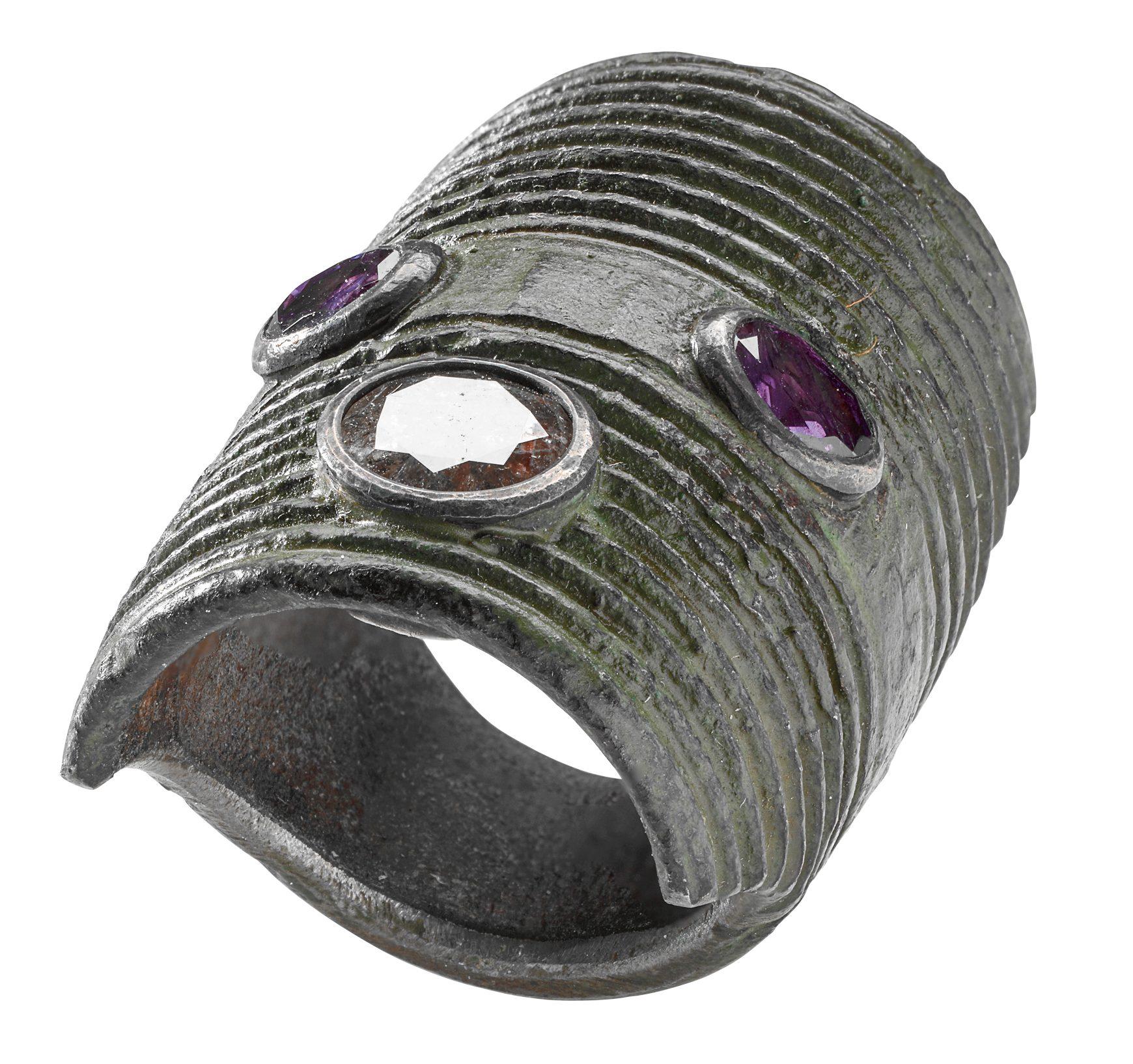 Bernhard Schobinger, Gewindekopfring, ring, 1992. Collectie Alice & Louis Koch. Foto met dank aan Donat Stuppan, Schweizerisches Nationalmuseum, metaal, stenen