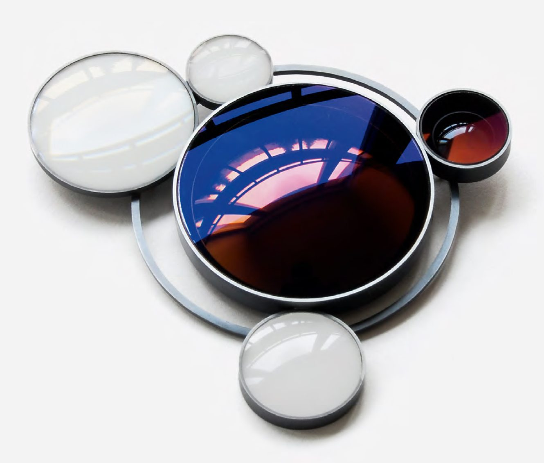Jiro Kamata, Momentopia, broche, 2008, cameralenzen, metaal