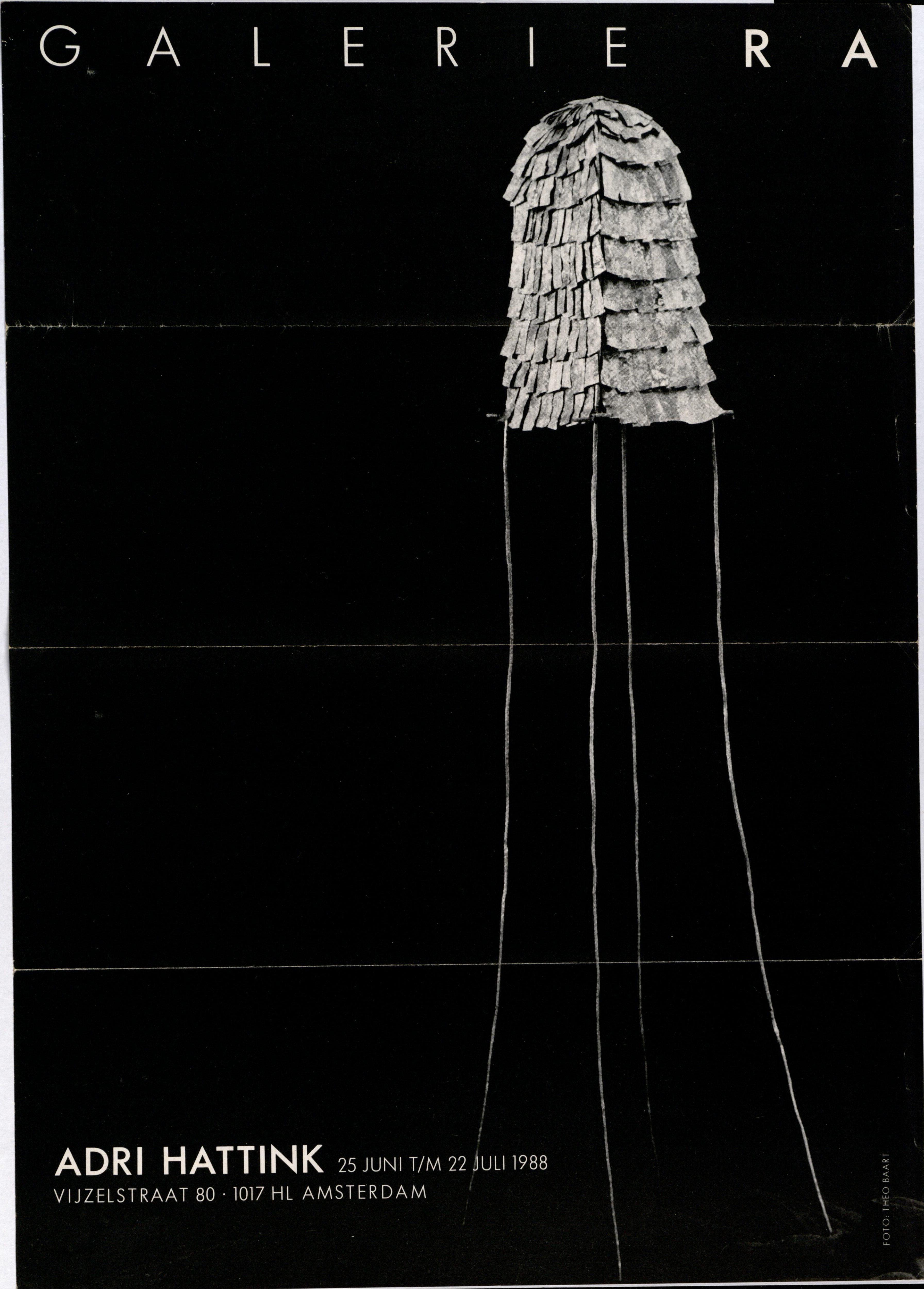 Ra Bulletin 41, juni 1988, voorzijde met foto van Theo Baart met object van Adri Hattink, drukwerk, papier