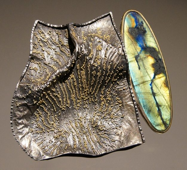 Harold O'Connor, broche/hanger, goud, zilver, spectroliet, granulering