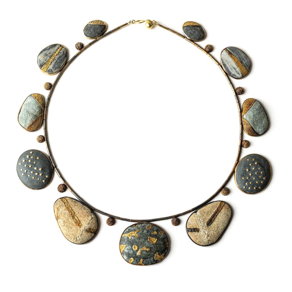 Harold O'Connor, halssieraad, zilver, goud, stenen, granulering