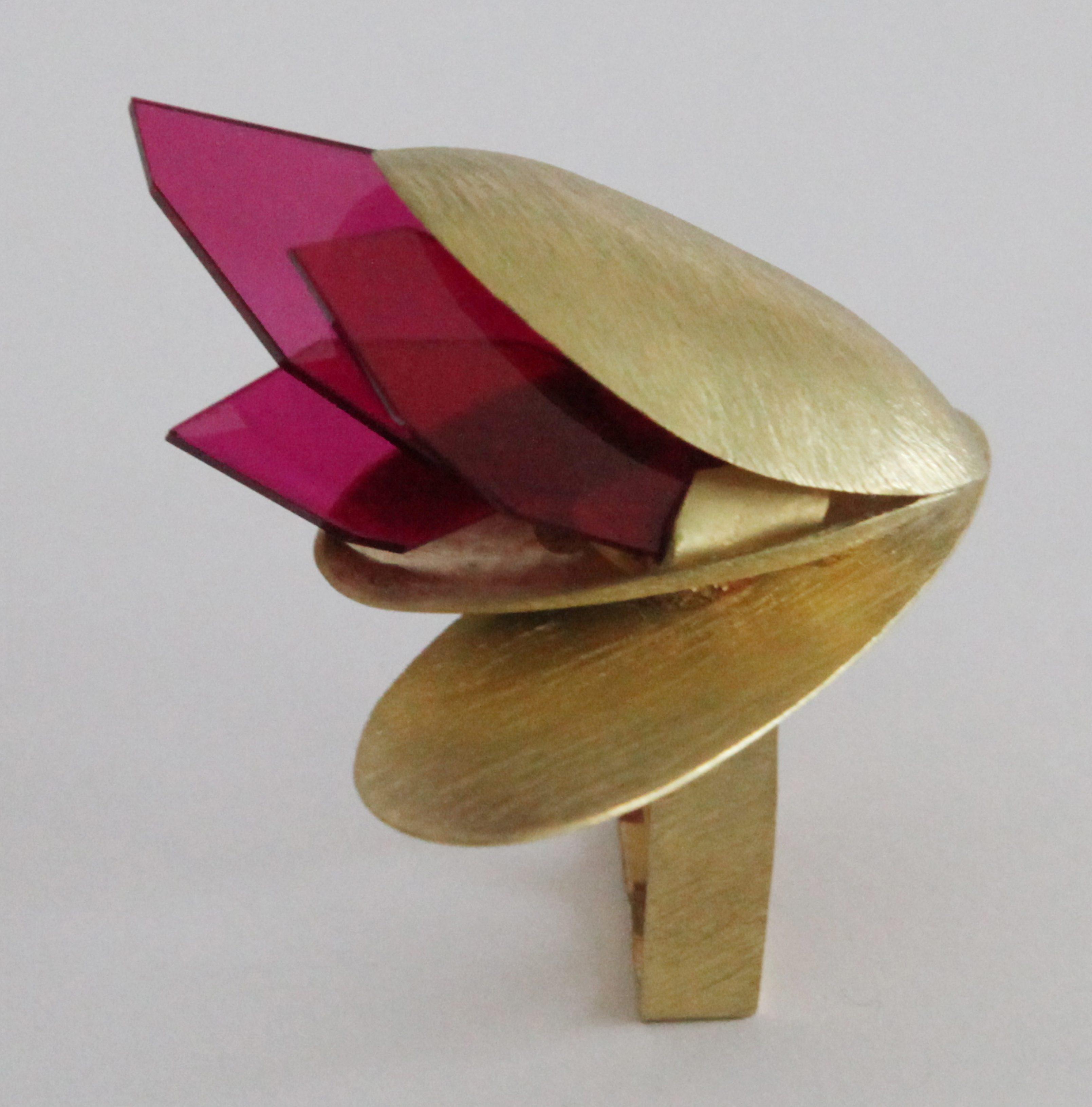 Alberto Zorzi, La Città, ring, 2018, goud, synthetische robijn