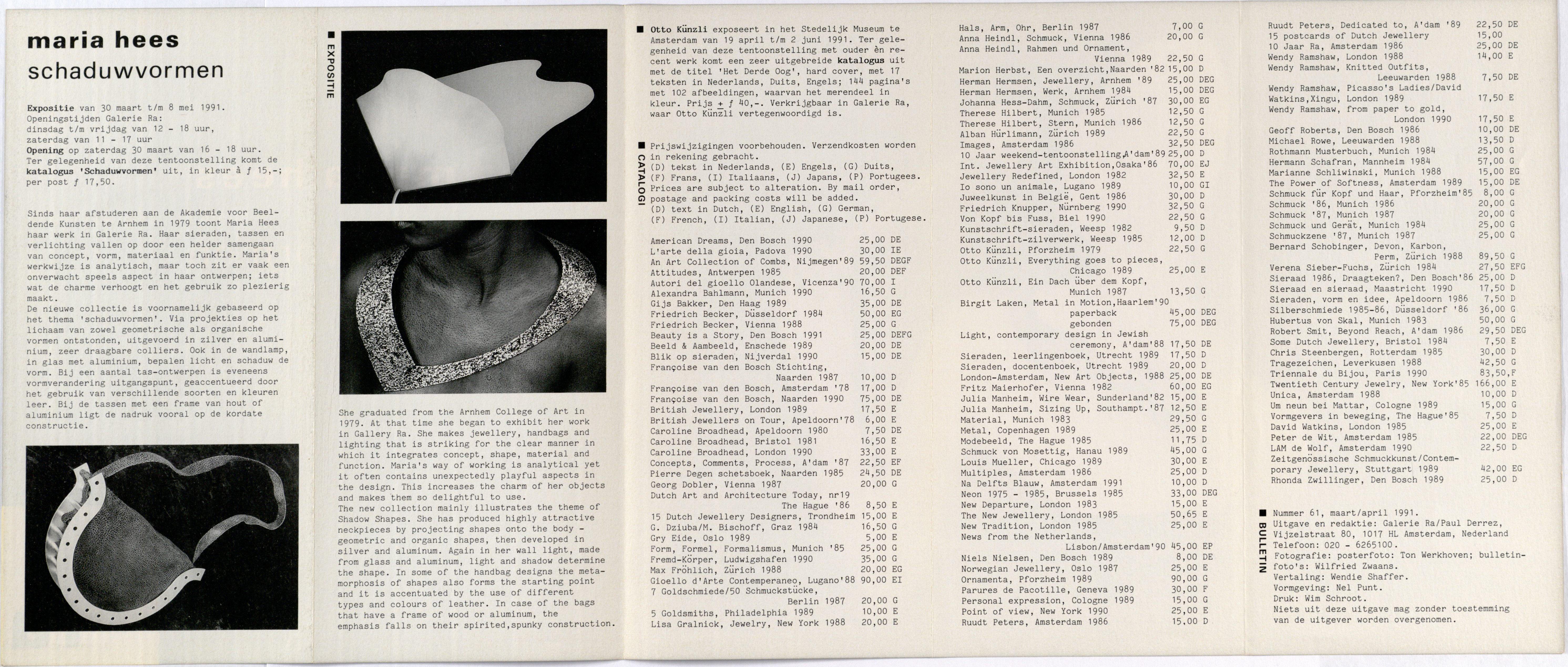 Ra Bulletin 61, maart/april 1991, achterzijde met tekst en foto's van Wilfried Zwaans, tas, halssieraad, lamp, drukwerk, papier, Maria Hees, leer, hout, Otto Künzli, Stdelijk Museum Amsterdam