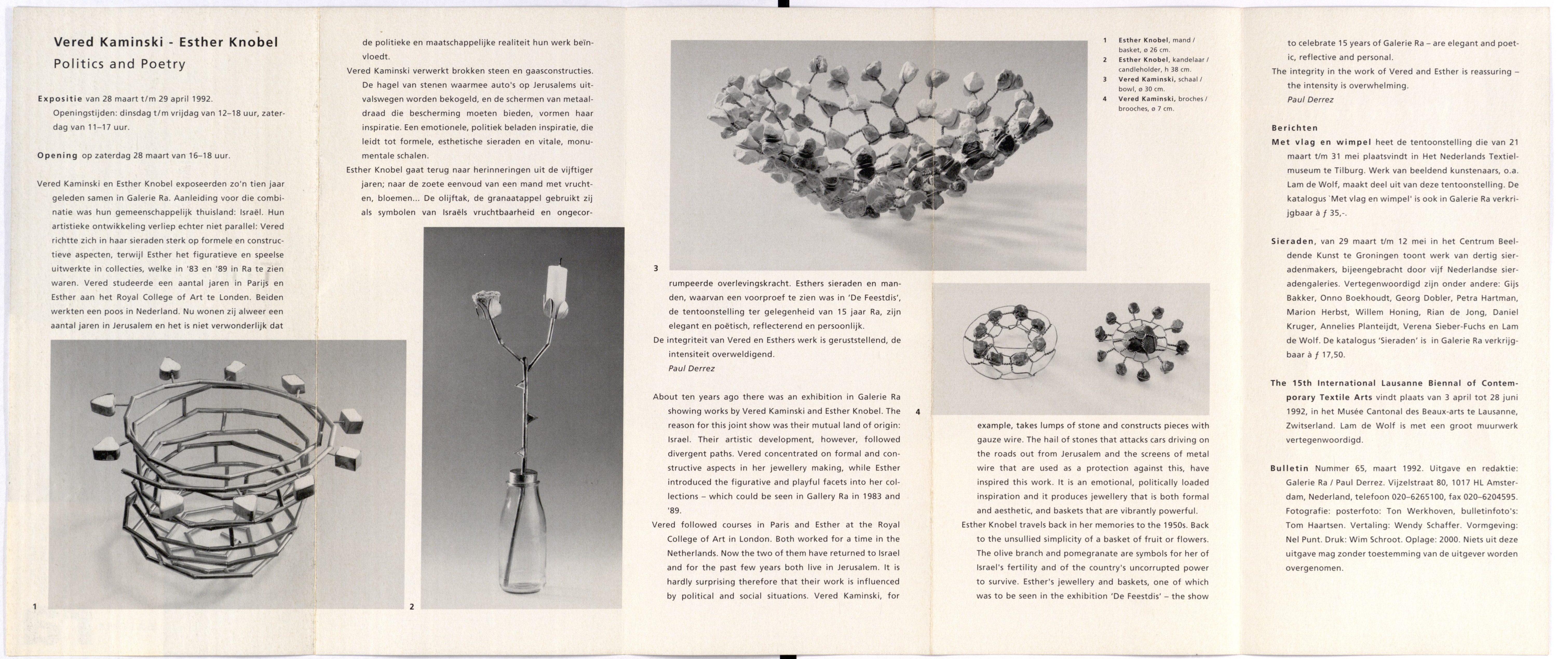 Ra Bulletin 65, maart 1992, achterzijde met tekst en foto's van Tom Haartsen, Vered Kaminski, Esther Knobel, objecten, broches, metaal, drukwerk, papier